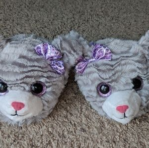 *NEW* Pair of size 13/1 kids BeannieBoo slippers